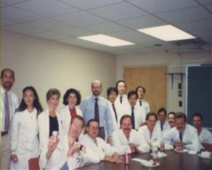 ケンタッキー大学循環器内科のメンバーと心臓カテーテル検査に臨む山岸教授。
